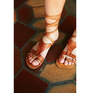 Free People Oliviera Wrap Sandal in Tan, sz 38/8